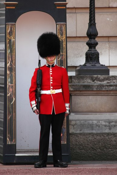 buckingham-palace-guard 1